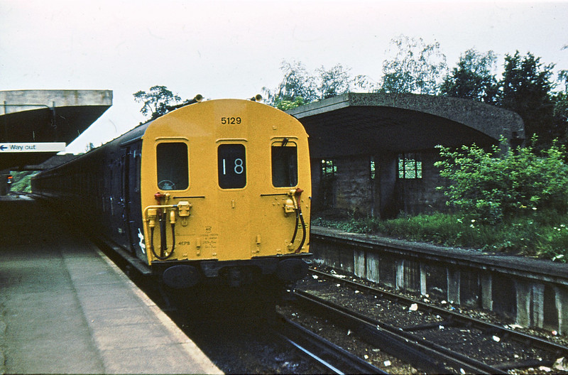 5129 Chessington South 5 Jun 76