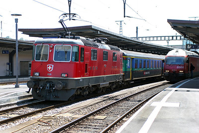 RE 4/4 11221 departs Geneva on an eastbound evening commuter service. 30th May 2007.