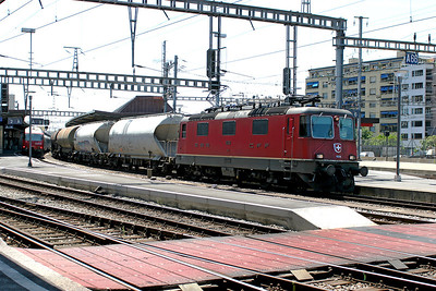RE 4/4 11234 heads east through Geneva station with a mixed freight. 30th May 2007.