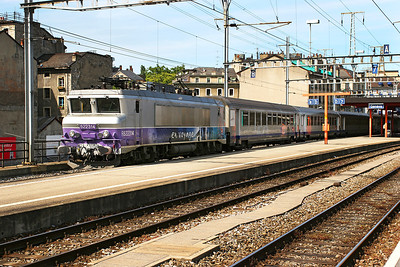 SNCF 522314 departs from Geneva with the 16.20 service to Grenoble. 30th May 2007.
