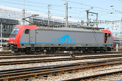Cisalpino liveried E484.018 SR runs light engine through Geneva station. 30th May 2007. This loco is now in SBB Cargo livery.