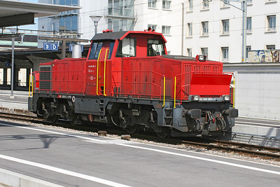 Diesel shunter 841 001 runs eastbound light engine through Geneva station. 30th May 2007.