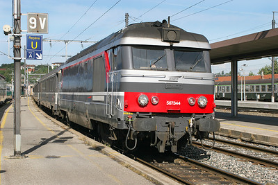 Bo-Bo diesel 567344 arrives at Annecy from Grenoble. 30th May 2007.