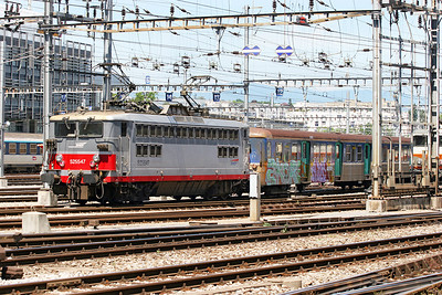 SNCF Bo-Bo electric 522547 heads away from the carriage sidings at Geneva prior to working an evening service back into France. 30th May 2007.