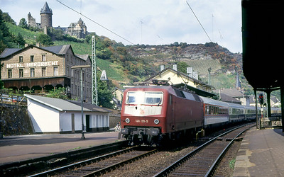 120 159 heads southbound through Bacharach. Spring 1991.