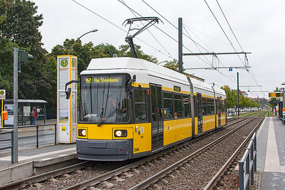 A 1999 Bombardier GT6NZR 3-car articulated tram 2040 on Berlin route M2 heads northbound on a dedicated right of way. 23rd September 2008.