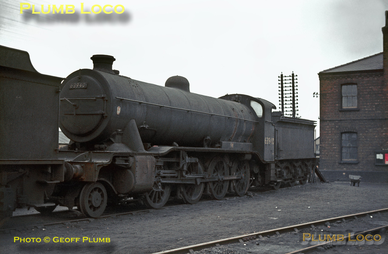 LNER Gresley class O2/2 3 cylinder 2-8-0 No. 63940 on the storage road at Doncaster MPD on Sunday 16th February 1964. It doesn't look as though it has worked for some time - did it ever work again? Built in 1924, the engine has a Great Northern Railway style cab and tender. Slide No. 517.
