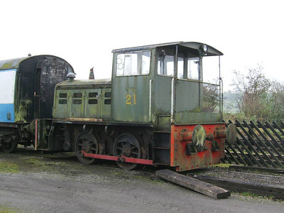 In addition to 37250, Darlington was hauling the BG used as the staff mess room and the rather forlorn Fowler 21 (4220045/1967).