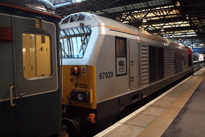 67029 prepares to leave Platform 1 at Waverley.