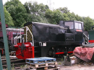 Yorkshire Engine 2895/1964 Earl of Strafford in the rather cluttered yard.