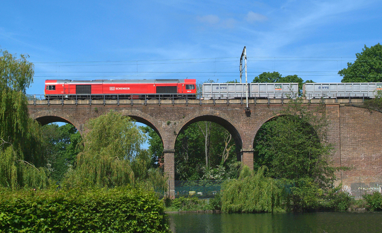 59203 10.5.2017. 11.00hrs. Traction varies nowadays between 59's and 66's but here it's a nice DBS red 59 that crosses Central Park Viaduct ,  6V12 10.54 Chelmsford Rec-Acton TC.