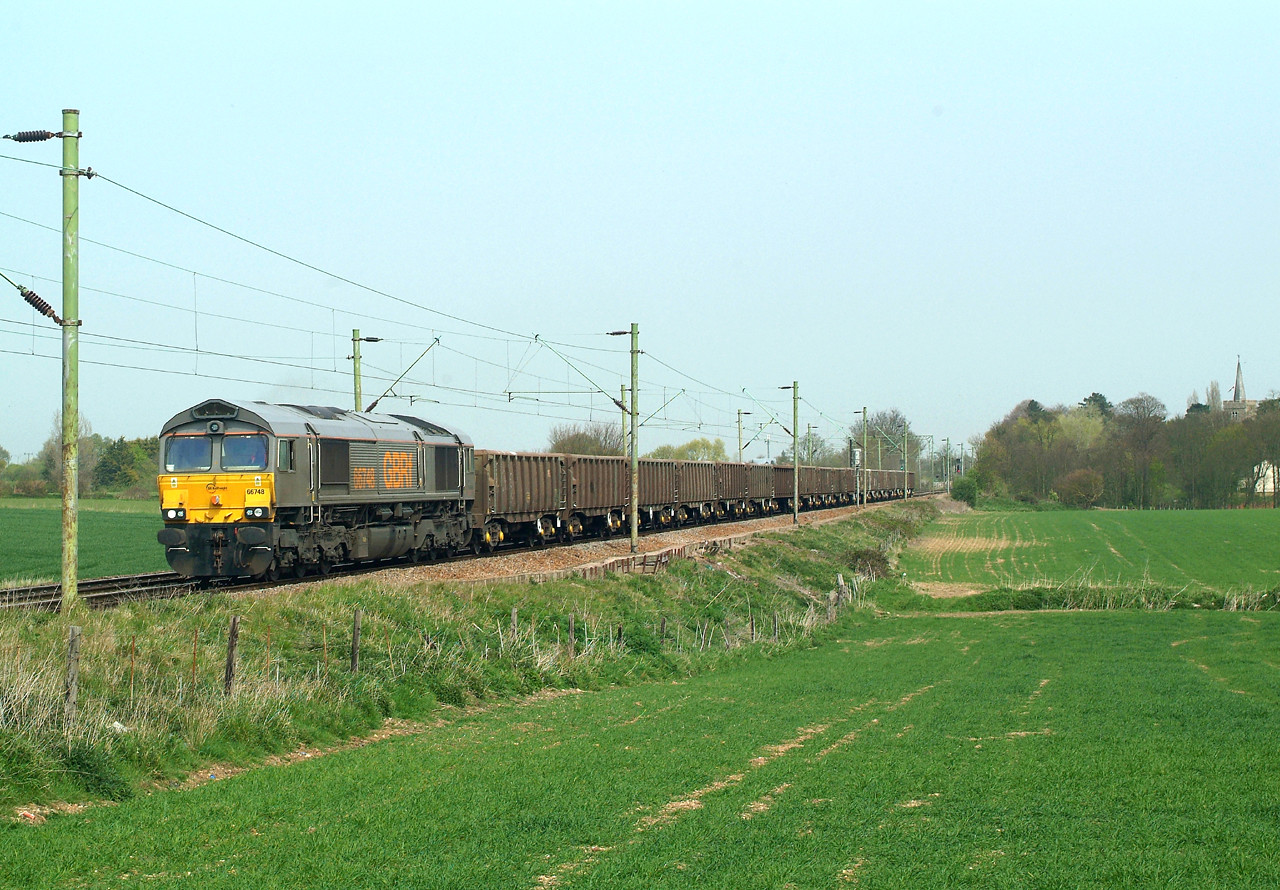 66748 Kelvedon 24.4.2015 13.25hrs. 6Z81 12.10 Marks Tey-Mountsorrel Sdgs. I was beginning to despair as the sun was getting further and further round ,but then , just over an hour late ,it did come.   All the grey liveried ones had been repainted into standard GBRf livery by 2016.