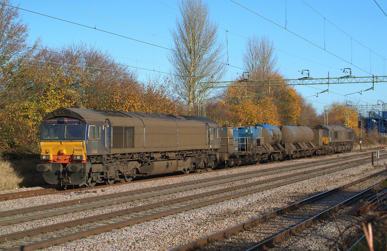 Led by 66431 , 66303 brings up the rear  3S60 09.02 Stowmarket DGL-Stow DGL. Witham Down Loop 19.11.2016 11.13hrs.