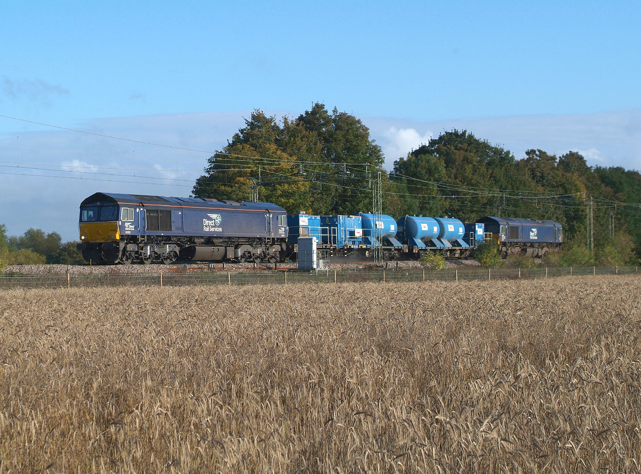 My first  shot  of the 2016 RHTT season , taken on its 4th day of running so loco and consist still not too grubby. 66302+66430 Terling Rd. 20.10.2016. 09.58hrs. 3S60 08.43 Stowmarket Down Goods Loop-Stowmarket DGL