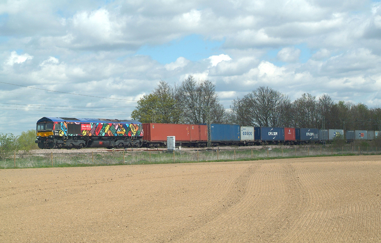 Loco in sun , train still in the dull.  Lucky ? Possibly ?  Now GBRf ,you can get it repainted any time you like . 66718 Terling Rd. 28.4.2016 12.25hrs. 4M23 10.46 Felixstowe N GBRf-Hams Hall GBRf.