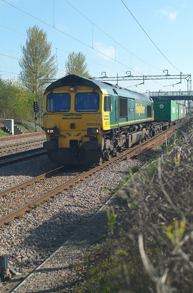 Up Looper.<br /> 66533 Witham 27.4.2016. 09.10hrs. 07.39 Felixstowe S FLT-Lawley St. FLT