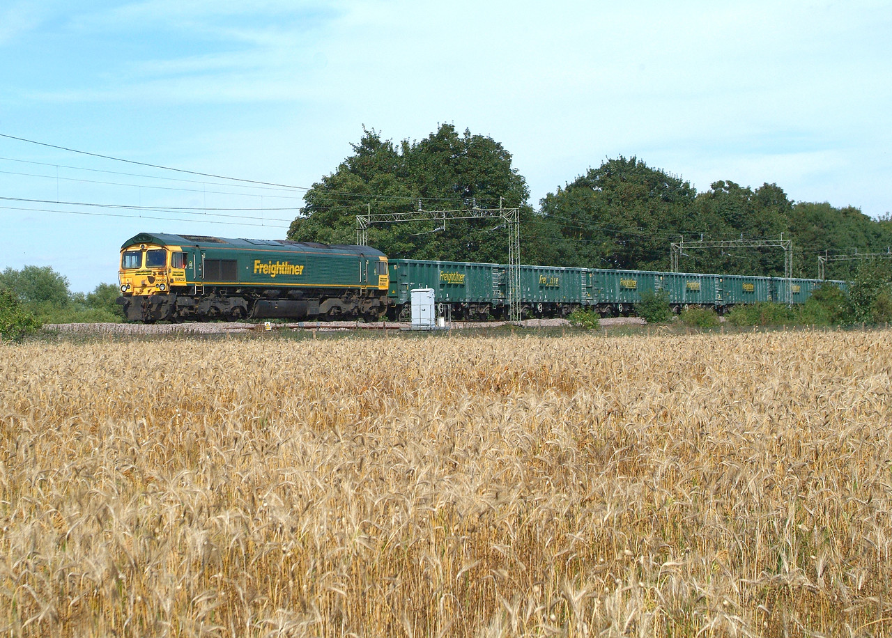 66622 Terling Rd. 1.9.2016 14.07hrs. 6M84 13.48 Marks Tey Tarmac-Tunstead Sdgs..empties. The loaded train was cancelled yesterday part way down from Tunstead and spent the day at Barrow Hill Sdgs ,travelling down to Marks Tey this morning. Whether we'll get another one to make up the three booked workings I don't know.  Starting my recuperation today , a neighbour gave me a lift to the line , but I walked the 3 miles back home in full sun , 45 minutes. A good start.