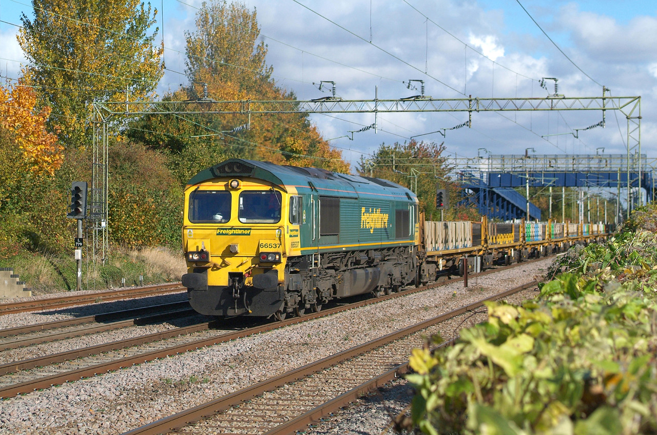Just one non-passenger train on the line today. 66537 Witham 22.10.2016  12.20hrs. 6X08  10.30 Parkeston SS GBRf-Hatfield Peverel.