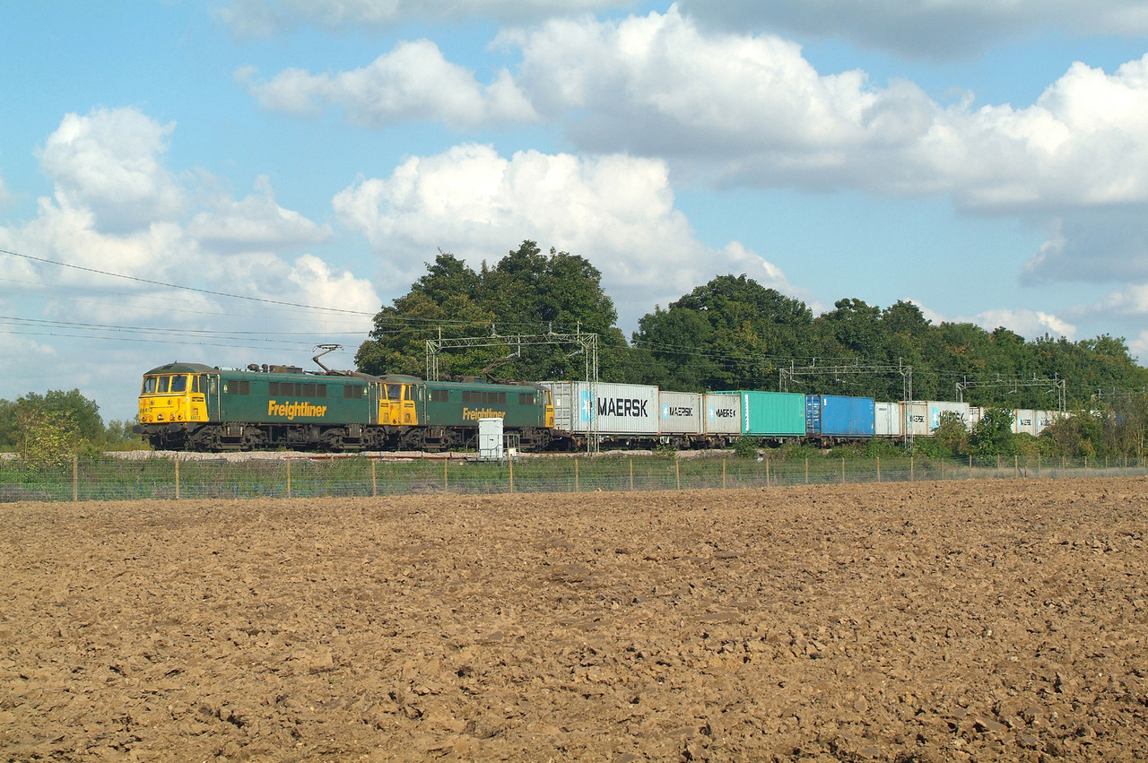 After the hour spent at Belstead, a 45 minutes drive home for late breakfast then out up the road for 86612+86614 returning west 13.31hrs. Terling Rd. 9.10.2015 4M87 11.13 Felixstowe N.FLT-Trafford Park FLT