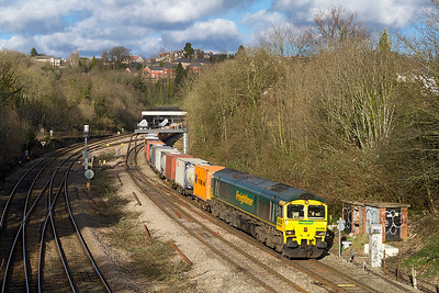 66505 passes Gaer Junction with 4V64 11.08 Crewe Basford Hall to Wentloog Freightliner. Saturday 2nd February 2013.