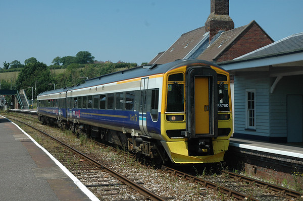 158750 sits at Crediton working a Barnstaple ~ Exeter Service 17/06/06 1258