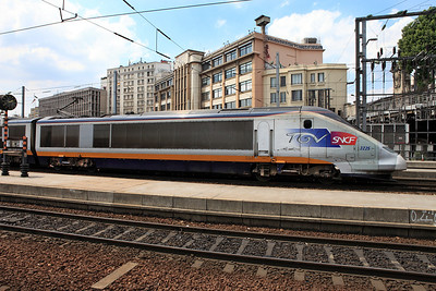 Side elevation of SNCF domestic Eurostar power car 3225. Gare Du Nord. 04/06/2011