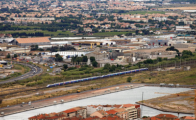 A pair of TGV Duplex sets head west at Sete. 31/05/2011