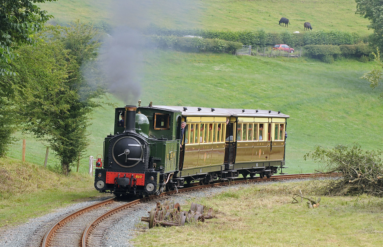 At Heniarth Countess returns with the vintage train.