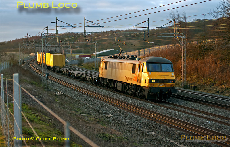 Freightliner 90044 catches the first rays of the rising sun as it heads north through Old Linslade with 4M45, 03:09 Felixstowe to Ditton, at 07:25 on Saturday 25th February 2012. Digital Image No. GMPI11098.