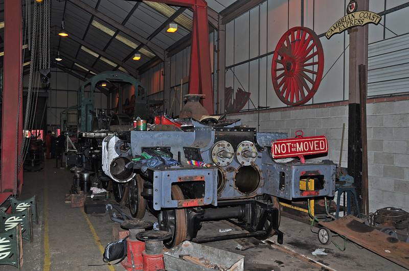 "The frames & cab of 4079 ""Pendennis Castle"" at the Didcot railway centre. It was a pleasure to meet some of the hard working volunteers who are bringing this fine locomotive back to life."