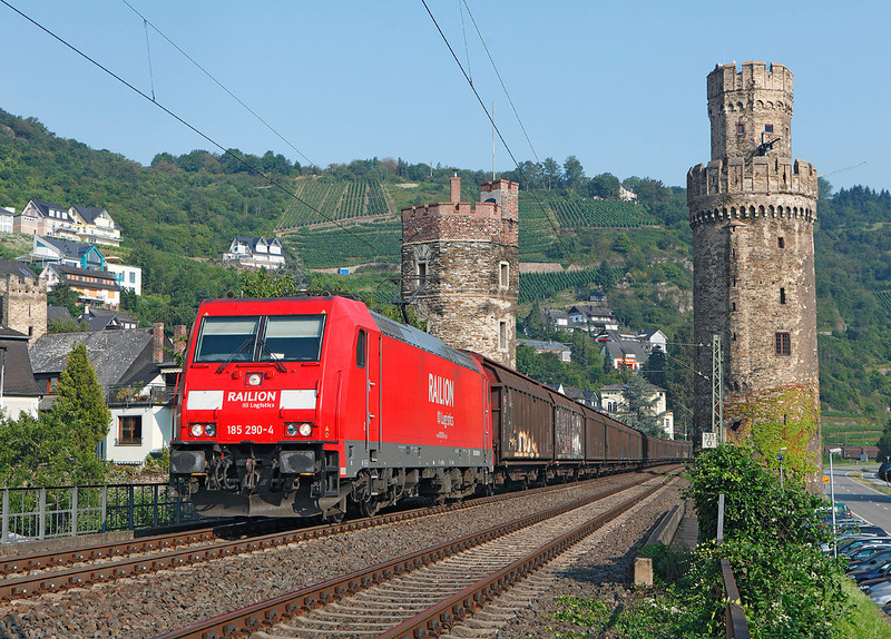 185290 seen on a glorious morning passing the fortresses at Oberwesel on a South bound freight down the left bank of the Rhine		<br /> 27/07/2012