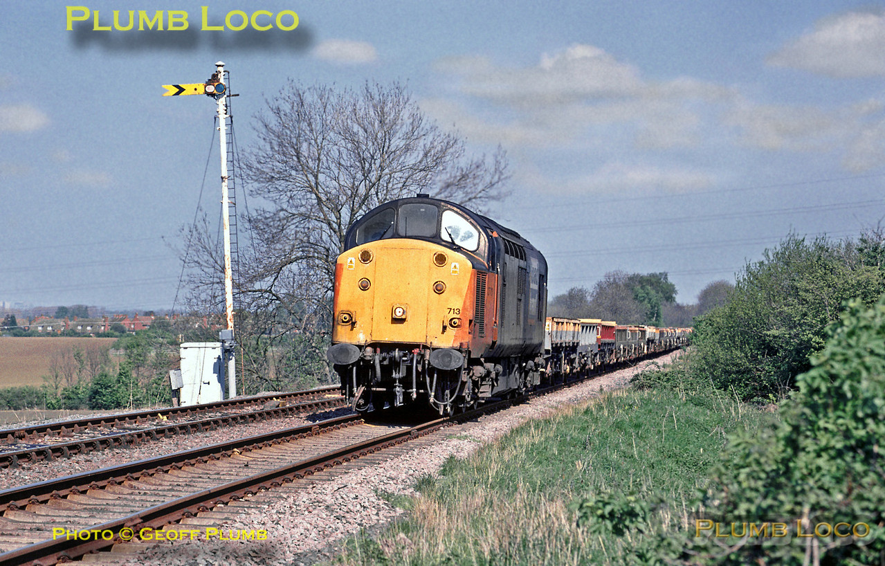 37713 climbs Brogborough Bank and passes Lidlington's distant signal as it works towards Bletchley with an empty spoil train from Forders Sidings to Rugby, 15:16, Wednesday 28th April 1999. Slide No. 27637.