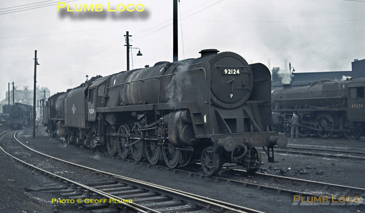 """On a very dull and miserable day, Saltley shed in Birmingham presented a grey and gloomy picture, though several engines were on shed and in steam. Main subject is BR Standard 9F 2-10-0 No. 92124 (allocated to 15C, Kettering MPD) whilst behind it is WD 2-8-0 No. 90254. In the left background is 8F 2-8-0 No. 48384 and an unidentified class 08 diesel shunter. On the right is """"Black 5"""" 4-6-0 No. 45059. Sunday 22nd November 1964. Slide No. 1116."""