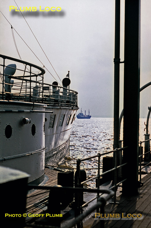"PS ""Wingfield Castle"", Hull Pier, 31st August 1971"