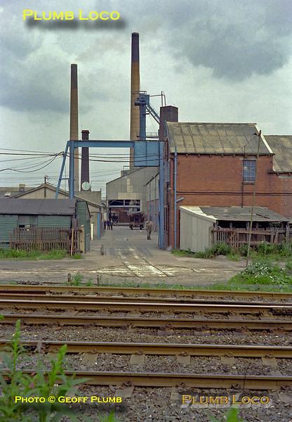 Lumb's Glass Works, Wagon Turntable, Castleford, August 1980