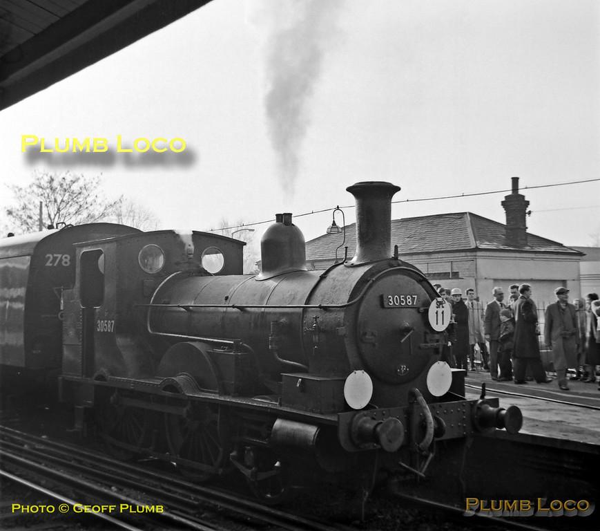30587, Hampton Court, 2nd December 1962