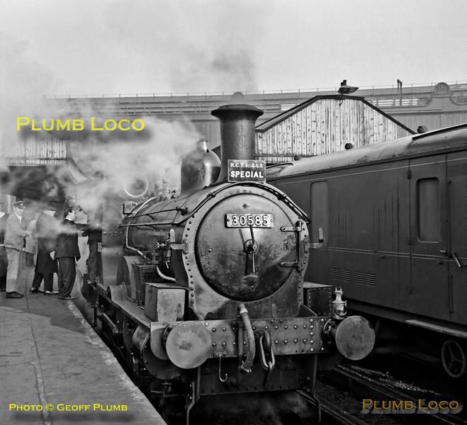 30585 & 30857, Waterloo, 2nd December 1962