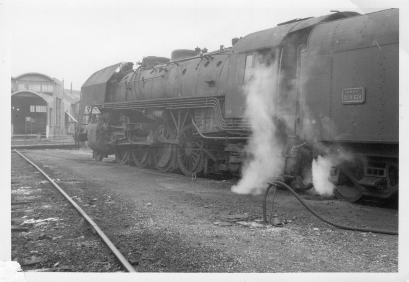 The winter olympics were held in Grenoble on 17/02/68 and, lured there in the hope, subsequently thwarted, that extra's were to be steam hauled, a compensatory shed tour was kindly provided by the depot-master - finding 141R624 in light steam.