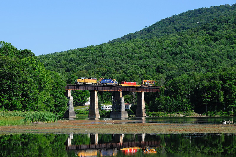 New England Central, ``America's Cup Express`` Arrowhead Mountain Lake, Vermont
