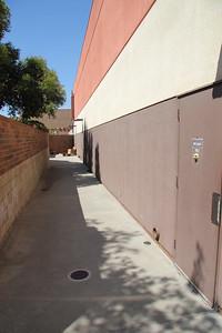 Back access area, width is 7'.