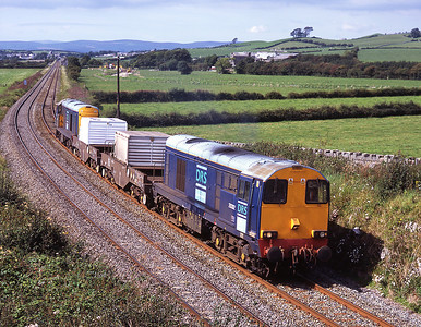 20302 heads the Heysham bound flask train at Wraysholme top and tail with 20303 29/8/07.