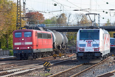 151 008 heads north through Ulm with a train of tanks while 146 227 waits in the holding siding having worked the electric leg of a Stuttgart to Lindau service. 26th October 2009.