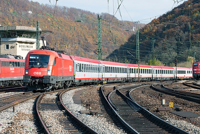 OBB 1116 185 leads the Frankfurt to Klagenfurt service through Geislingen (Steige) with 1116 075 out of sight on the rear. 27th October 2009.