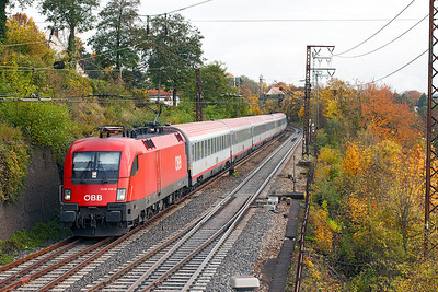 OBB Series 2 Taurus 1116 144 leads a Frankfurt (Main) to Klagenfurt service downhill into Ulm. This is a top & tailed service and today Series 1 Taurus 1016 014 is on the rear. 26th October 2009.
