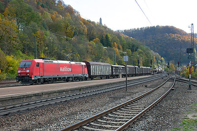 Against a nice autumn backdrop 185 227 brings a mixed freight downgrade and through Geislingen (Steige). 27th October 2009.