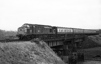 37190 approaches Haverfordwest with the 07.25 Milford Haven to Swansea. 22nd November 1978.