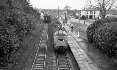 With the steam heat in operation on this cold grey morning, 37190 calls at Clynderwen with the 07.25 Milford Haven to Swansea. 22nd November 1978.