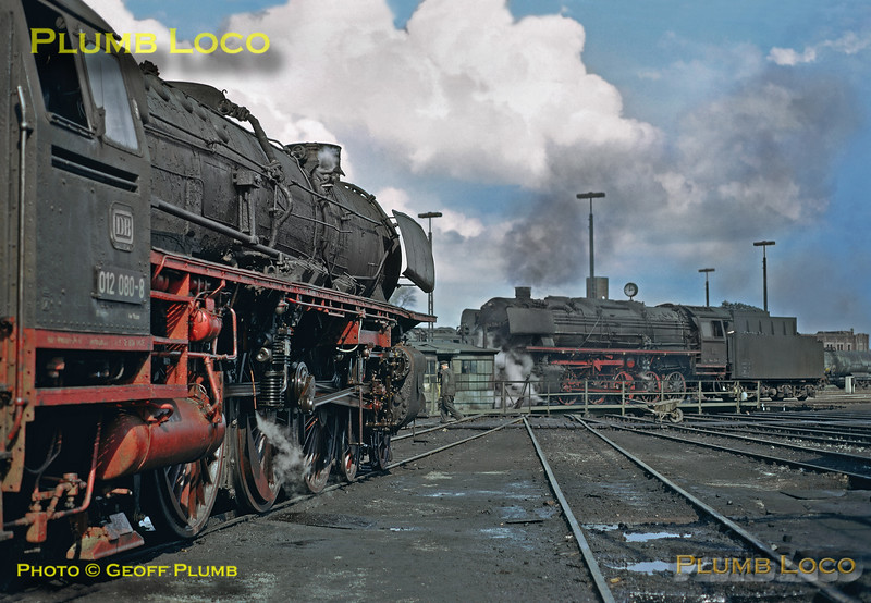 012 080-8 & 044 334-1, Bw Emden, 25th April 1974