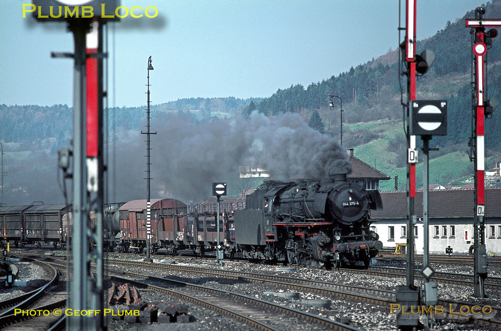 Class 44 three cylinder 2-10-0 No. 044 375-4 works into the south end of Horb station with a freight from Rottweil heading in the Stuttgart direction, about to attack the gradient up to Eutingen. Tuesday 5th May 1970. Slide No. 4888.