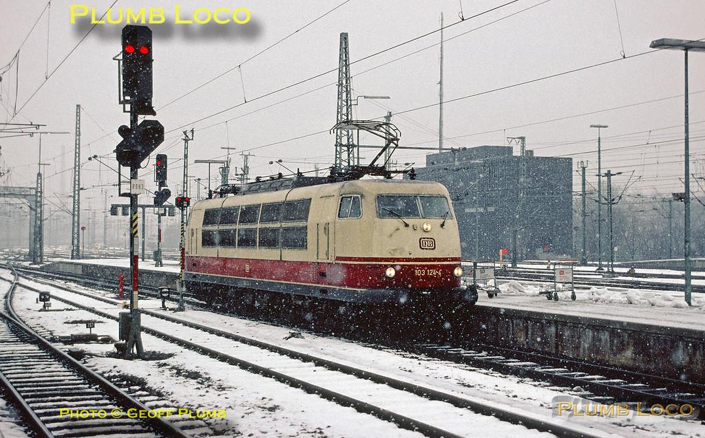 GMP_Slide21468_103124-4_StuttgartHbf_201290